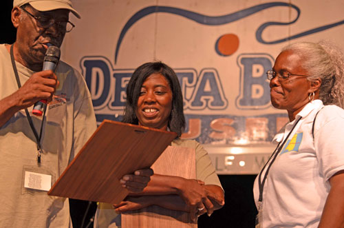 2011-Claudett-accepting-gospel-award